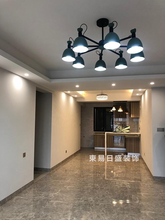 碧园印象桂林二居室100㎡现代风格:客厅过道装修设计实景图