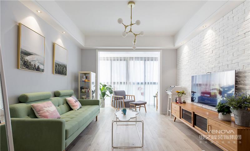 靓丽的色彩活跃空间氛围,使身心皆得到放松和治愈。沙发背景墙以两幅意境挂画装点,增添自然与艺术的味道。