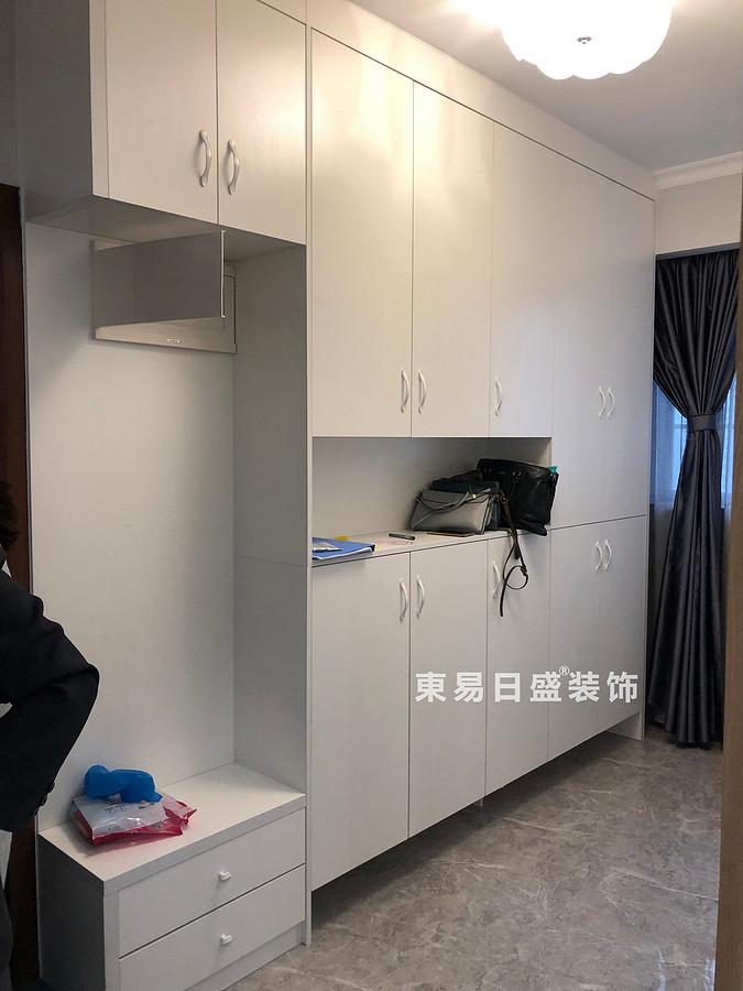 碧园印象桂林二居室100㎡现代风格:玄关装修设计实景图