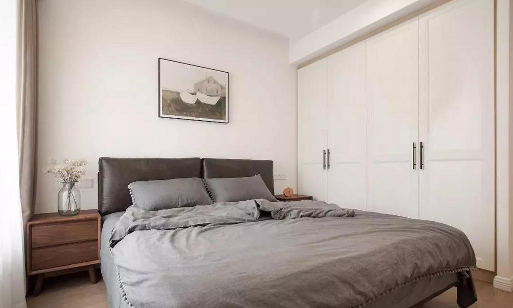 原木带来的温润感弱化了北欧卧室的冷淡,呈现一种简单到极致的美。