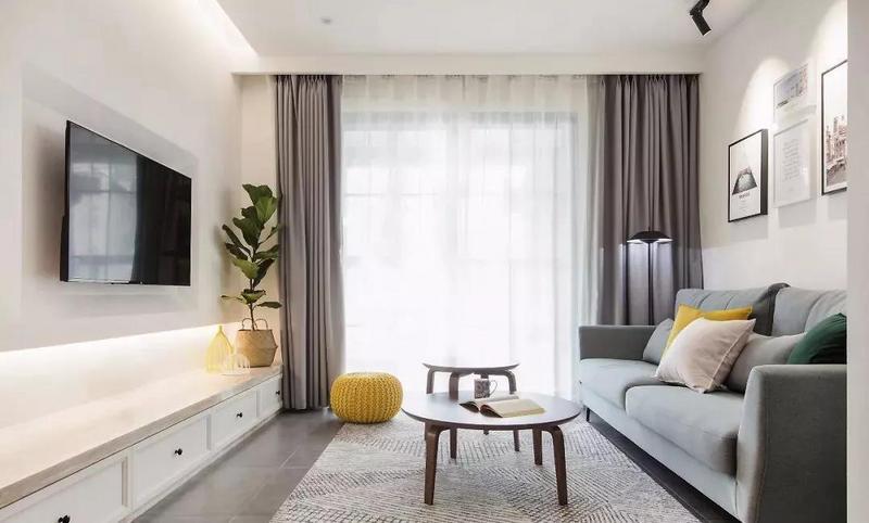 客厅,筒灯、射灯及落地灯等不同灯具带来的不同光源,让整个空间看起来更加有层次感。
