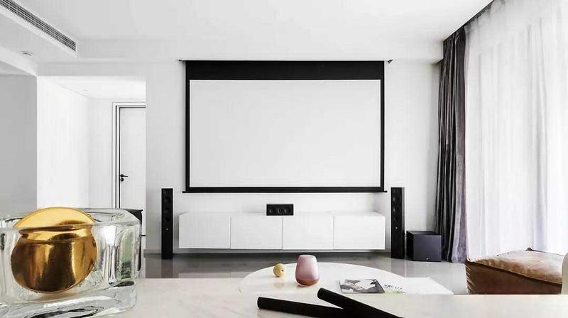 取消电视机,取而代之的是投影幕布,黑白色搭配的电视墙线条利落,简约不失格调。