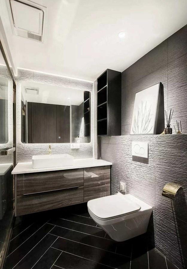 卫生间墙面突出的岩石肌理和精致的卫浴用品产生的强烈冲击,彰显屋主的品位与格调。