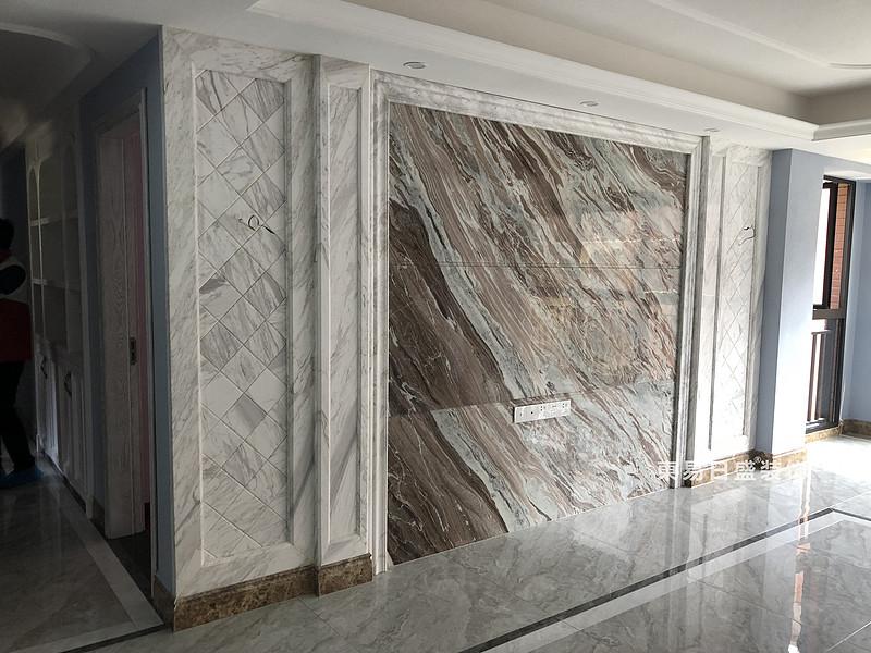 桂林彰泰•清华园四居室140㎡美式和欧式混搭风格:客厅电视墙装修设计实景图