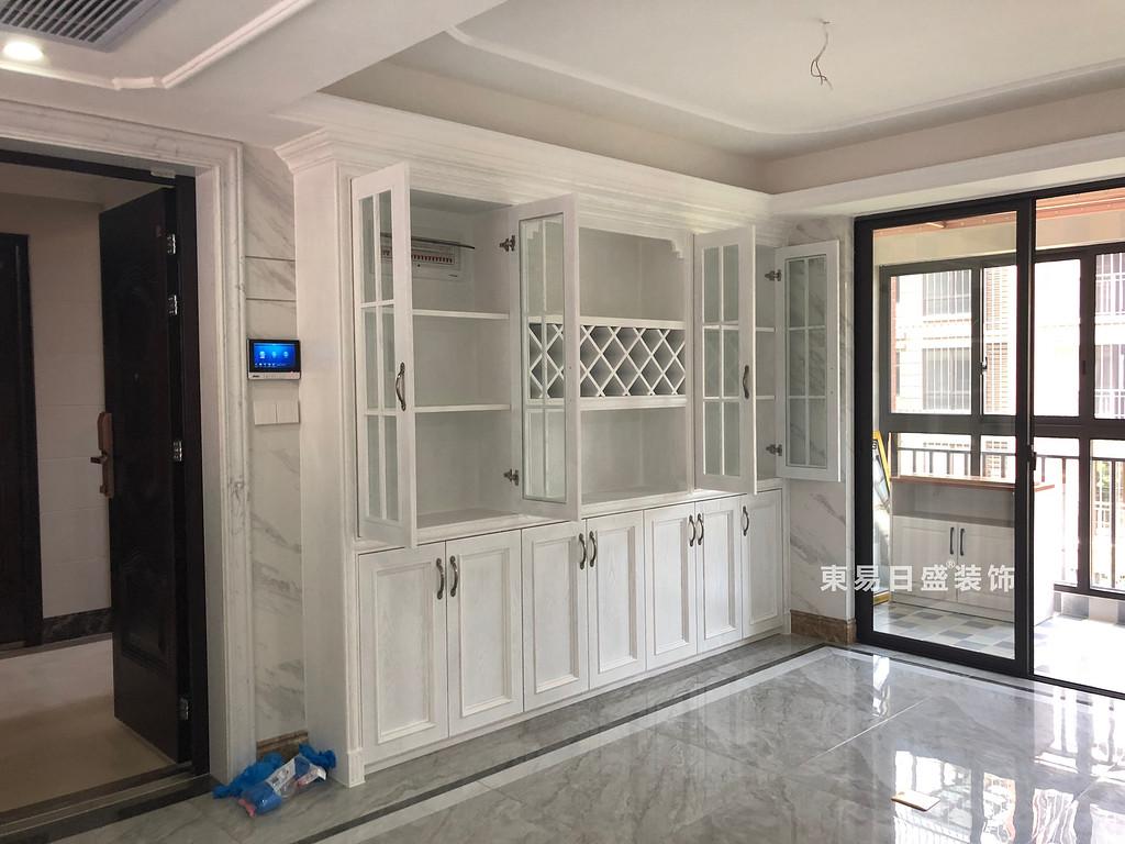 桂林彰泰•清华园四居室140㎡美式和欧式混搭风格:客厅收纳装修设计实景图