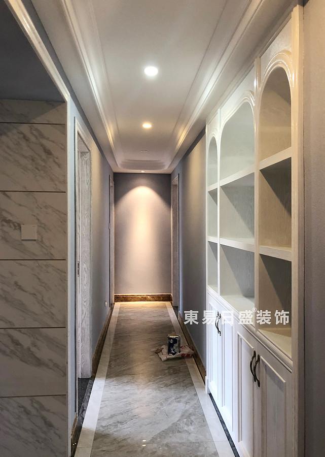 桂林彰泰•清华园四居室140㎡美式和欧式混搭风格:过道装修设计实景图
