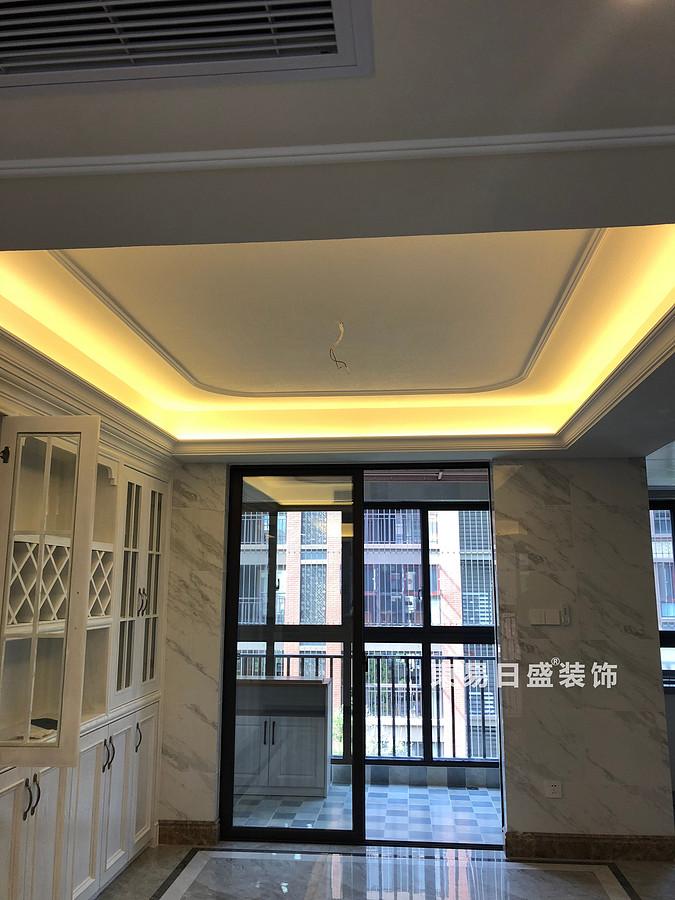 桂林彰泰?清華園四居室140㎡美式和歐式混搭風格:客廳吊頂裝修設計實景圖