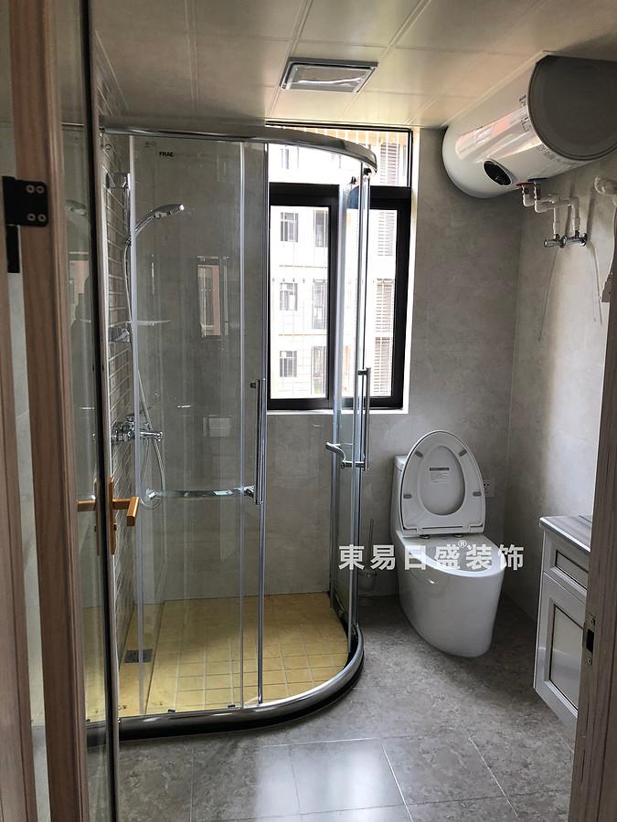 桂林彰泰?清華園四居室140㎡美式和歐式混搭風格:衛生間裝修設計實景圖