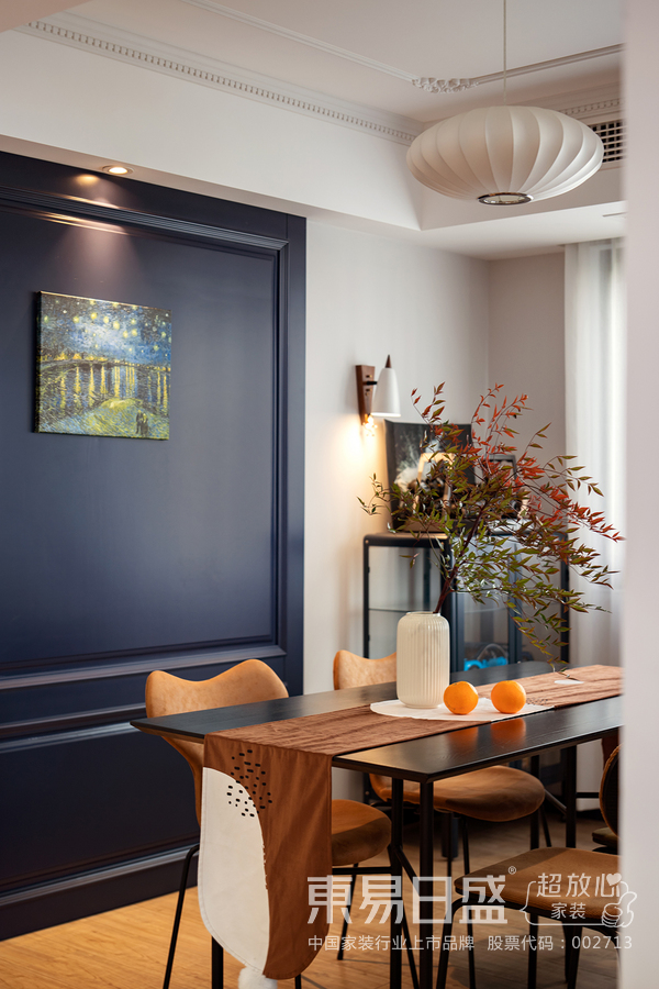 利用家具引导和色彩变化,营造出视觉美感。