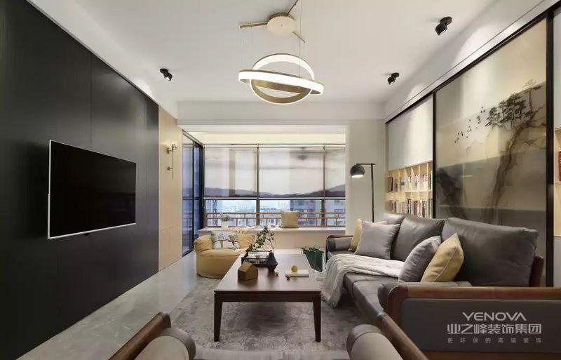 简洁的电视墙取消了电视柜,以黑色与木色的饰面板作为背景墙,营造出一个安静优雅的端庄感。