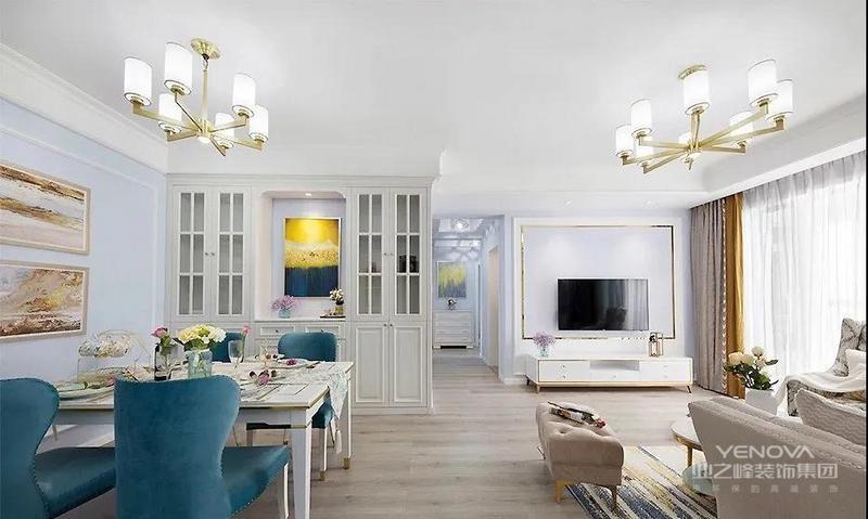 餐厅以蓝白色调为主,结合精致的美式软装,呈现优雅而又轻奢的氛围