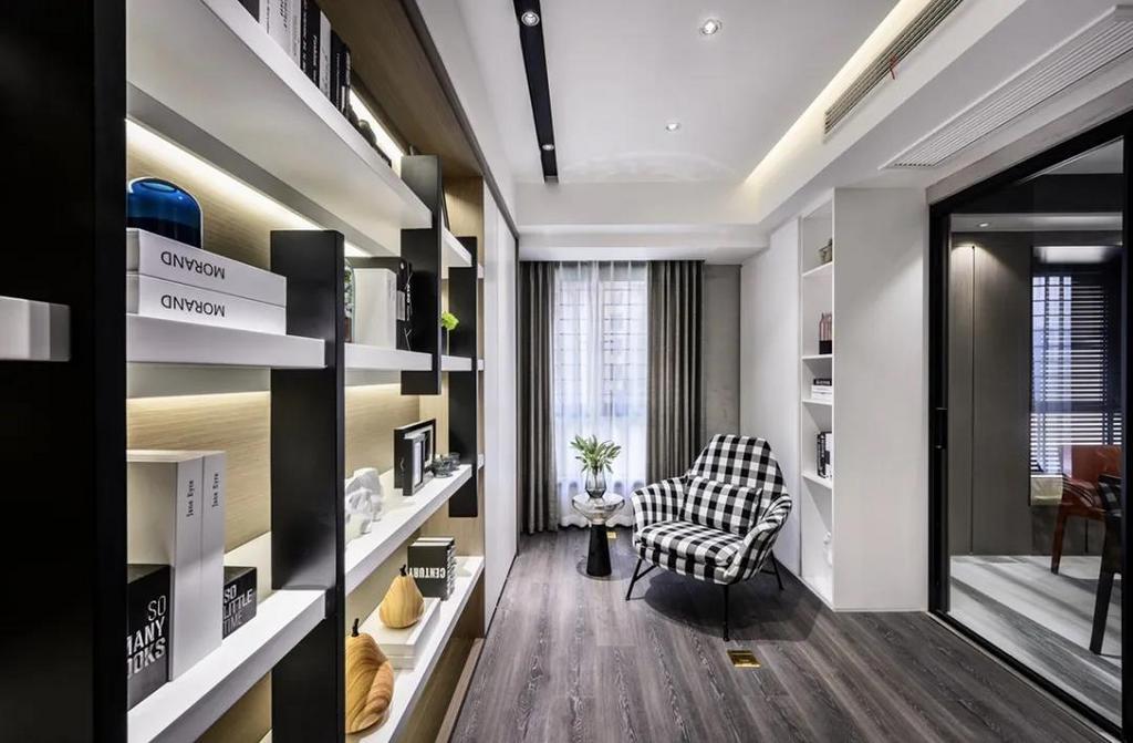 书房定制上一面带藏光的书架,摆上一张黑白格纹的休闲沙发椅,让书房氛围充满舒适轻松的气质。