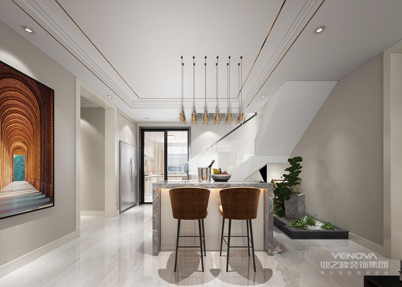 量使用铁制构件,将玻璃、瓷砖等新工艺,以及铁艺制品、陶艺制品等综合运用于室内