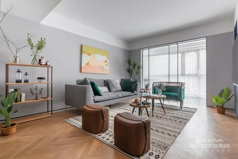 全屋采用浅灰色为主调,用特有的明度和柔光缓解疲惫,营造安静放松的空间氛围。