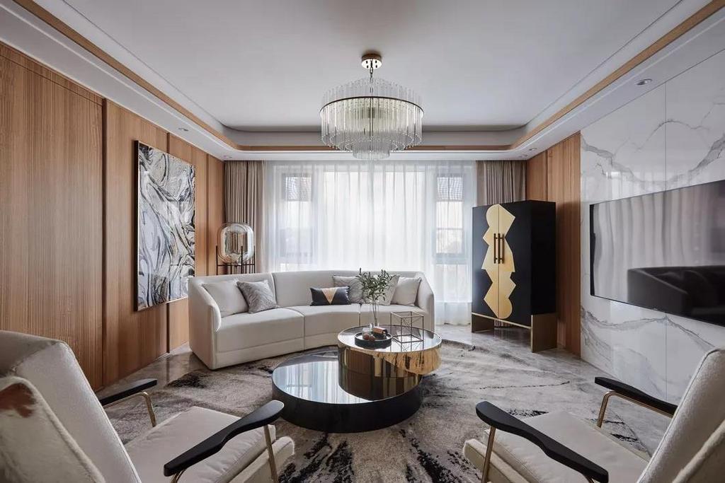 半弧形的沙发样式搭配圆形地毯,形成一种空间聚拢的视觉效果,也勾勒出了一个方便交流的谈话氛围。