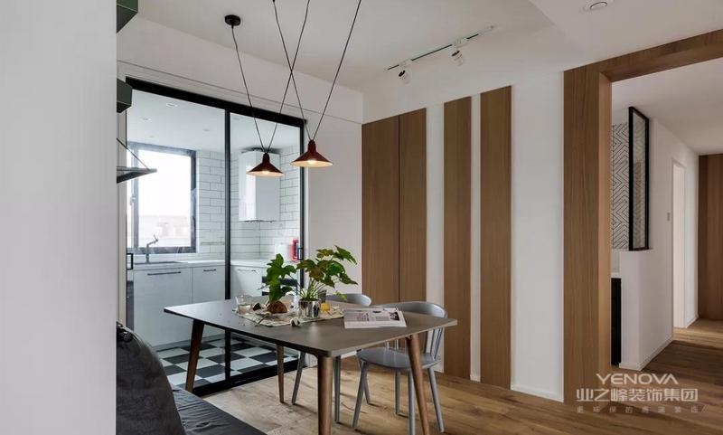 用卡座的形式与餐桌相连,在功能布局上,既能增加活动休闲区域,也能当做餐椅使用。