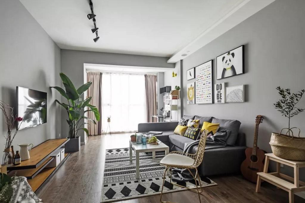 客厅整体以灰色与白色为主调,清爽、简洁又大气,符合年轻业主的装修需求。