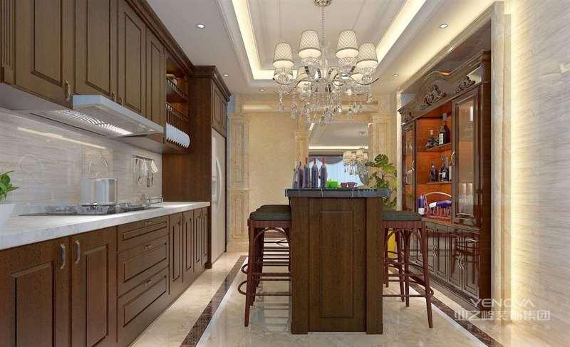 与硬装修上的欧式细节应该是相称的选择暗红色或白色带有西方复古图案线条以及非常西化的造型实木边桌及餐桌椅都应该有着精细的曲线或图案