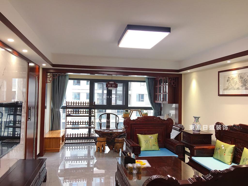 桂林兴进•漓江郡府三居室110㎡中式风格:客厅阳台装修设计实景图