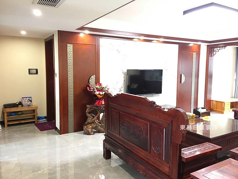 桂林兴进•漓江郡府三居室110㎡中式风格:客厅电视墙装修设计实景图