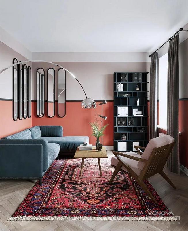 客厅地面采用鱼骨纹拼接,美观大方。家具多种色彩相互搭配,再用地毯点缀,让人觉得特别舒服
