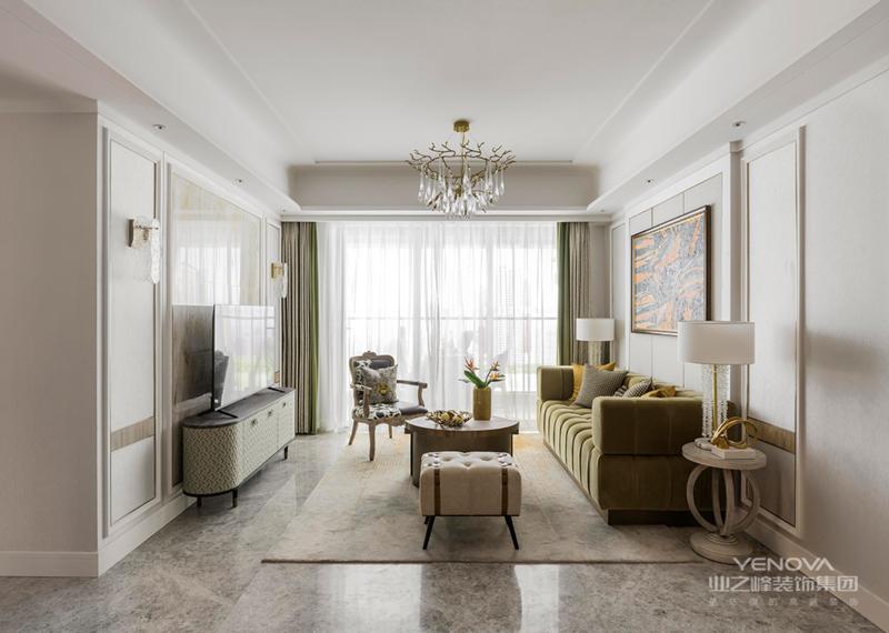 客厅简单雅致,整个的布置营造出了一种静谧感,同时又将田园、浪漫的气质融入其中。敞亮的空间,轻巧的家具,简洁实用的摆设,让生活的舒适感油然而生。