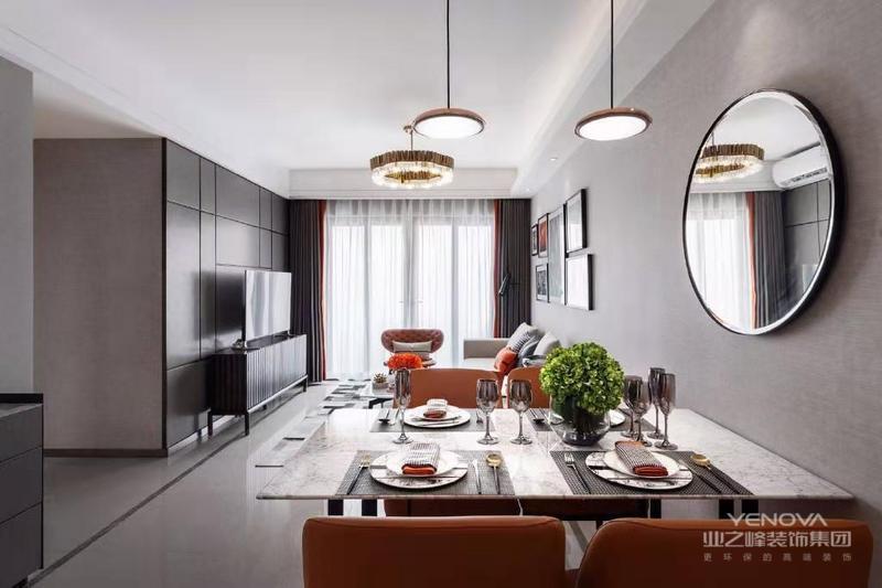 家具和日用品多采用直线、玻璃、金属等材质,利用质感的丰盈和造型的简洁来达到空间的高级感。