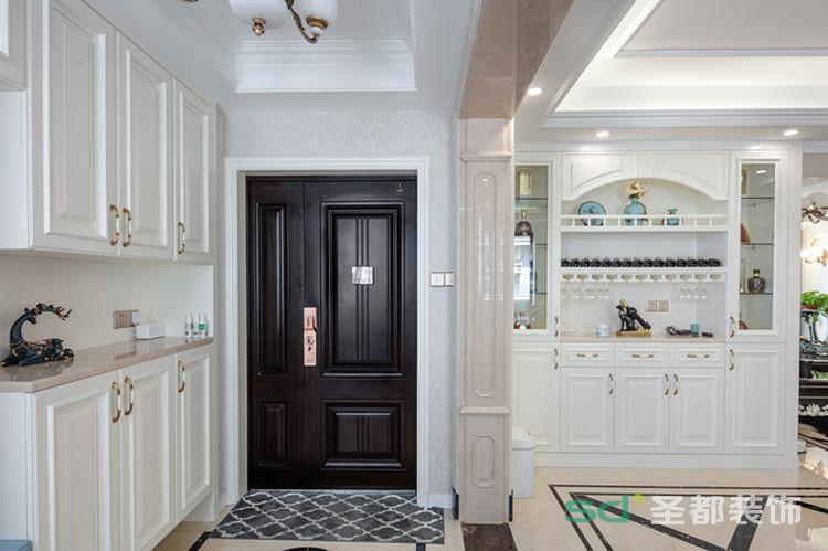 作为家的门面担当,这个玄关不仅颜值高,还很实用,除了有超强的收纳功能,细节的设计也很棒。