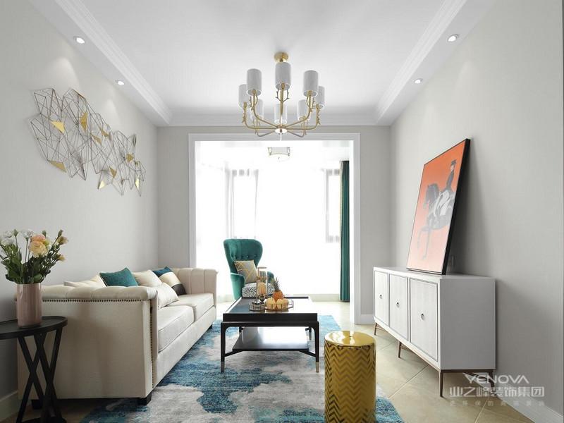 把阳台包进客厅之后,整个格局都开阔了不少,配色方面简单大方,基本上是黑白灰,一点点蓝绿的点缀,客厅就很明亮了,加上墙壁上的马,是不是很有感觉!