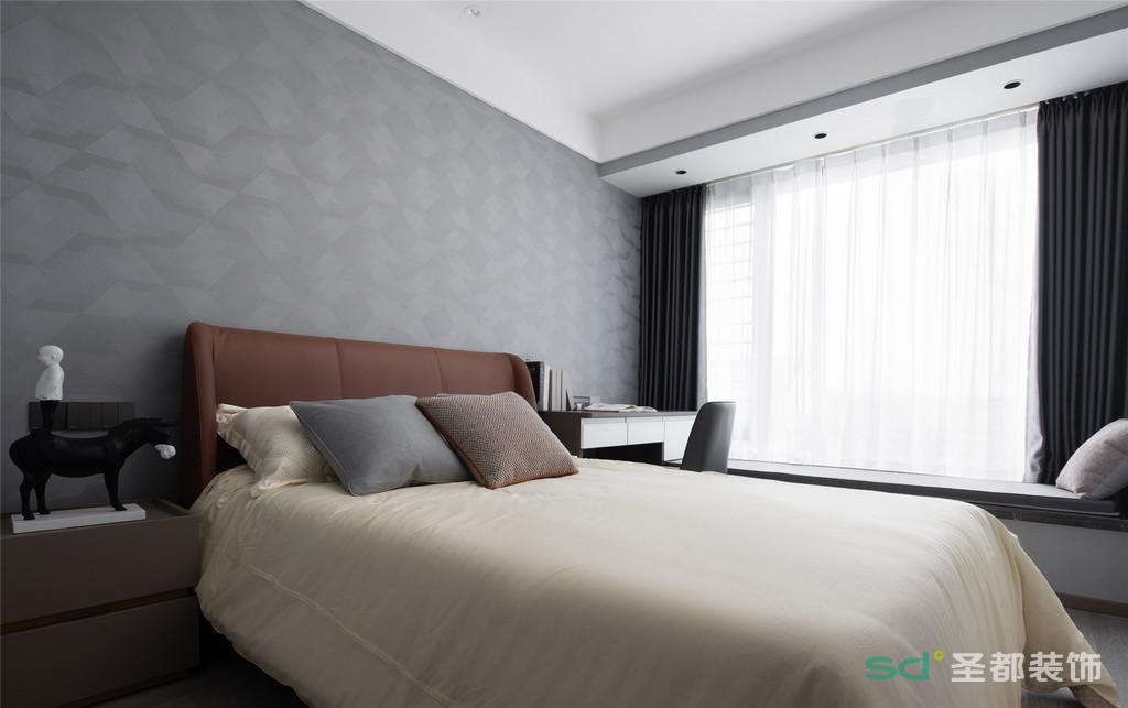 米灰色主色调里,一抹橘棕色成了温暖的治愈,赋予空间以舒适与温馨,让孩子能更好地入眠。