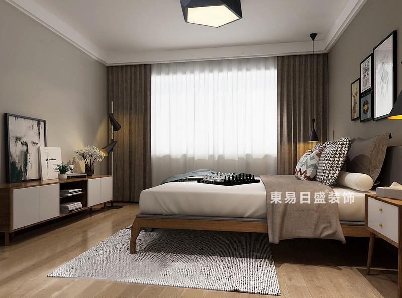 桂林冠泰?城國二居室145㎡簡約風格:主臥室裝修設計效果圖,主臥的墻面和頂面用白色和灰色來區分,地板用暖木色增添臥室的溫馨感,掃去灰色帶來的冷調;駝色窗簾與白色紗幔構成色彩上的對比,卻與床品一氣呵成,極具柔和感;加上簡約而輕便地實木家具和別致地配飾,使得整個空間充滿了淡雅,而淺灰白色的編織地毯,與空間內的藝術畫交織出一股文藝風。