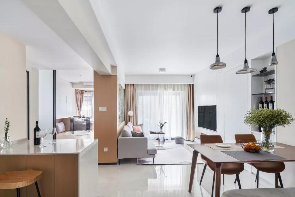 进门之后的视角,餐厅,客厅以及多功能房,整体视野开阔,光线通透。