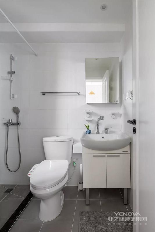 灰色和白色结合的卫生间给人一种简约、轻松的感觉