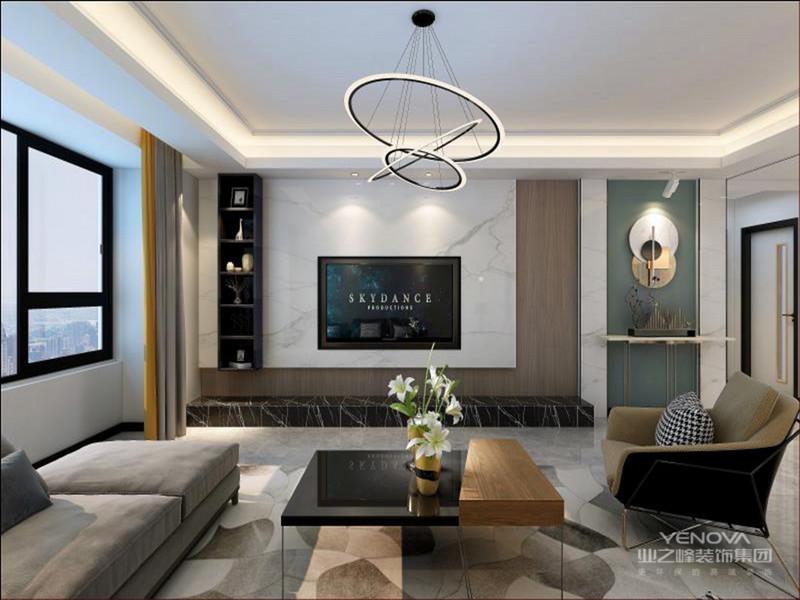 客厅的空间一般比例宽敞,那么周围两面墙可以都是落地玻璃窗,在视觉上看起来空间很宽敞,采光效果也很好。地面用浅色的木地板,铺上浅灰色的地毯,沙发也是浅灰色的布艺沙发,一看就软软的很舒服,整个客厅中的家具线条都很流畅,一看就很有档次。