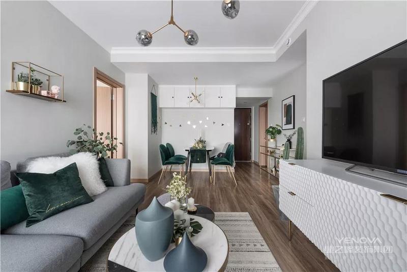 紧凑的客厅空间,却也布置得实用华丽,充满了优雅舒适的气质。