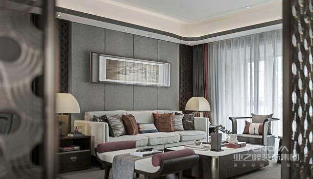 整体采用对称手法,以往的中式装修主要在家具的原料和设计上为主。而加入莫兰迪色调更多的是用配色来提亮整体。沙发上的抱枕,台灯都体现着中式因素