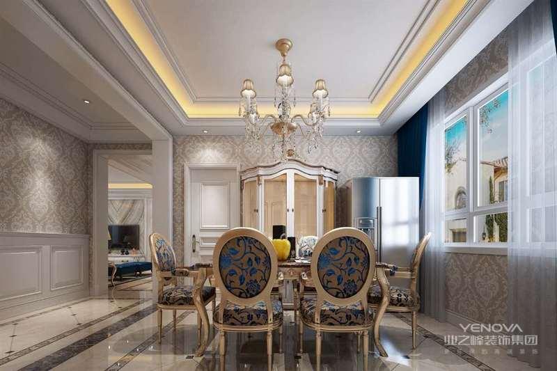 简欧式的餐厅要宽敞明亮,最好配以暖色的墙纸;有飘窗的话搭配着带有欧式元素的幔帘,整个空间备感温馨。简欧式餐厅的顶面比一般简约的吊顶要略显复杂一些