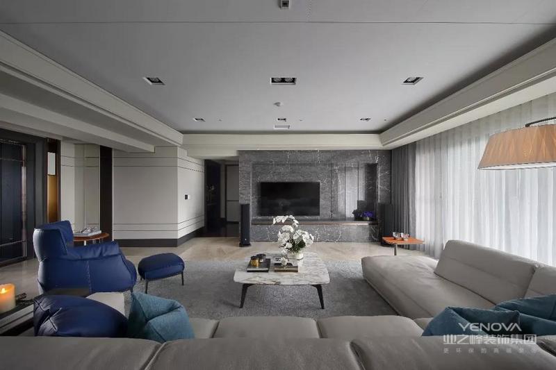 将屋外绿意大大方方借景堆栈于室内每一角落,达到空间中处处揽景无遗。
