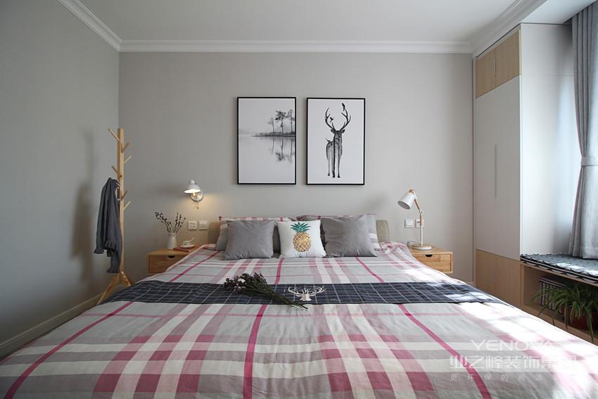 业主似乎娴熟又深知欧风的温馨和简约,充分利用原木色的纯白色,特别是卧室的壁柜。