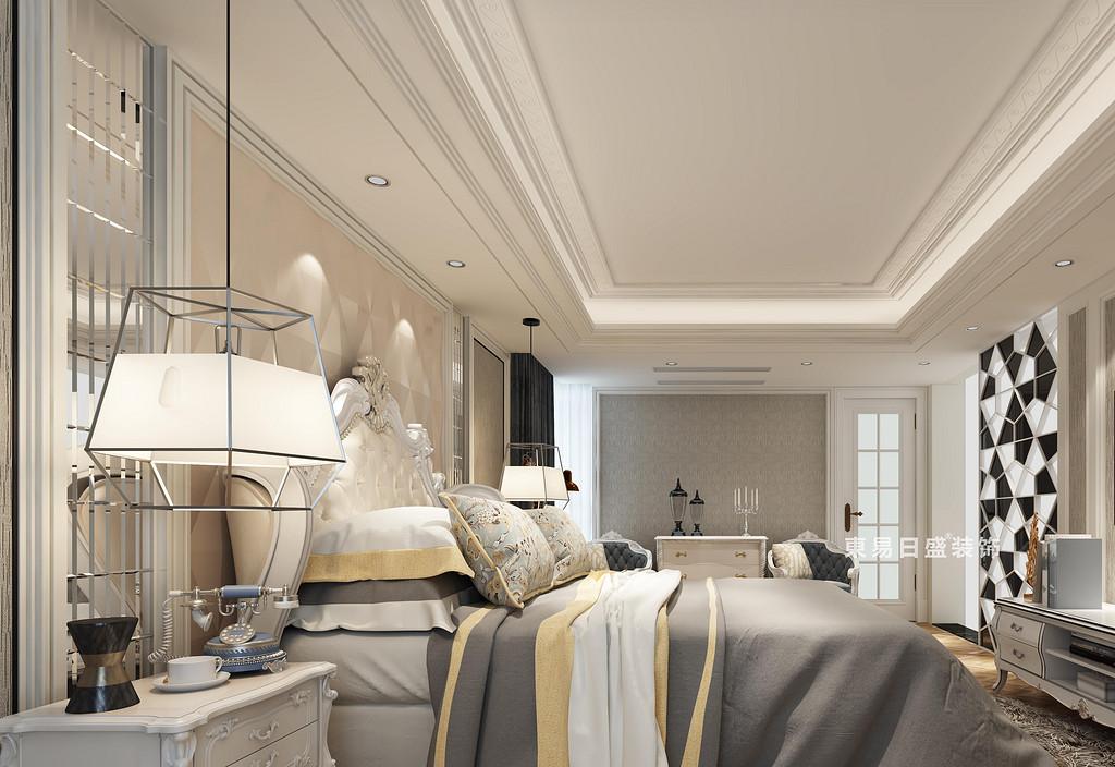 臥室墻面主打米色和淺灰色,少量糅合白色,使空間看起來平和舒適且明亮舒朗;除了色彩外,局部墻面上,設計師運用了線條感的對稱鏡面和馬賽克裝飾,瞬間提升了整個空間格調,時尚華美。