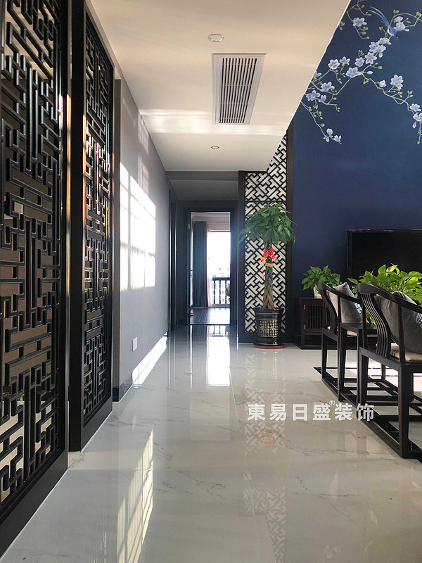 桂林安厦漓江大美顶层复式楼180㎡新中式风格:客厅过道装修设计实景图