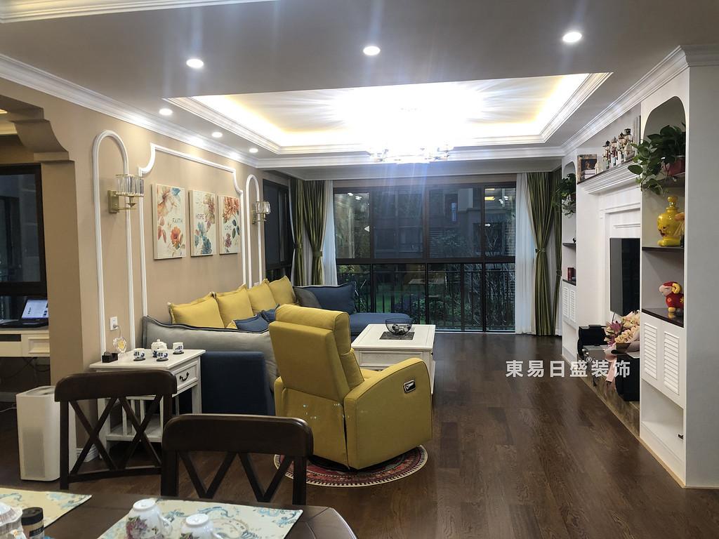 桂林彰泰•花千树四居室140㎡美式风格:客厅装修设计实景图