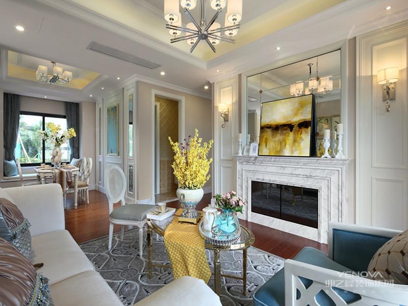 客厅华丽的装饰,精美的造型达到雍容华贵的装饰效果。