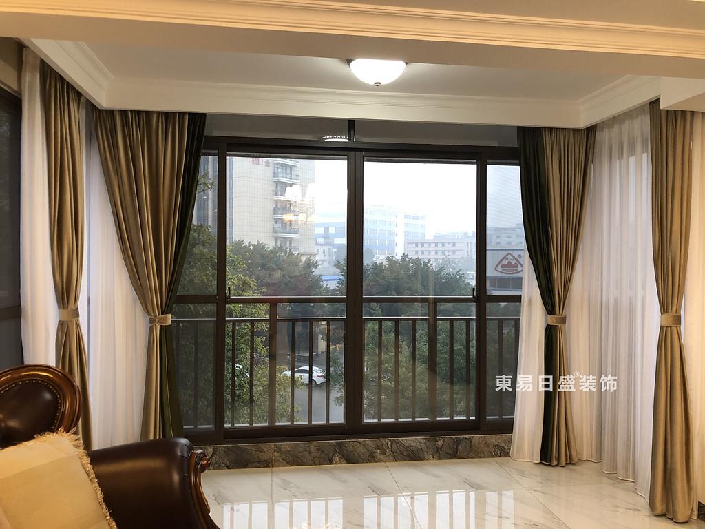 桂林彰泰•天街四居室180㎡轻美式风格:客厅阳台装修设计实景图