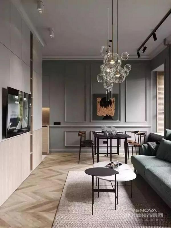 客厅的电视墙打造成收纳柜,存储功能丰富。绿色的布艺沙发,搭配同色系的墙面,整体搭配舒服。采用纯色木质家具,增添自然气息与格调