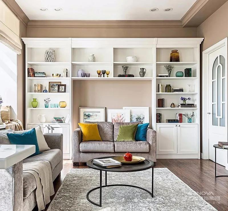 客厅墙面刷成了莫迪兰色系中的大地色,L型沙发满足业主招待朋友的需要,整体给人一种温馨的幸福感。
