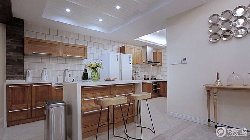 开放式厨房、西厨、吧台,是现代别墅的设计的标配,但北欧感觉更有情趣。
