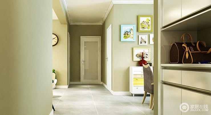 进门玄关地面唯美L&D灰色地砖的设计,让人感觉经久耐用。大大的白色意德法家门厅柜,中间镂空的设计非常棒,让这个空间有了收纳储物的空间,也方便进出门。