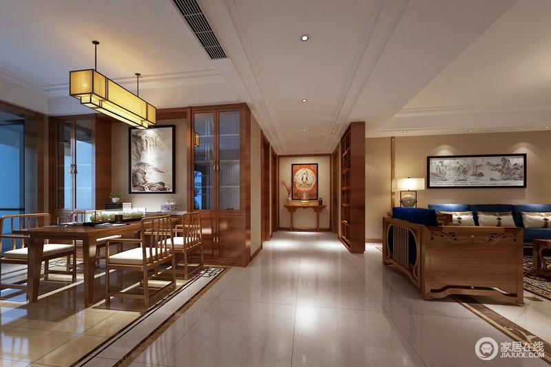 宽敞的走廊连接着两厅,理石地面在线条的勾画下,无形中划分着空间区域;采用对称手法的餐厅里,餐桌椅的方正端庄,呼应着客厅的沙发组,一对玻璃酒柜,更添空间上的功能性;整个空间布满点光源,朦胧光影使木色愈加古香古韵。