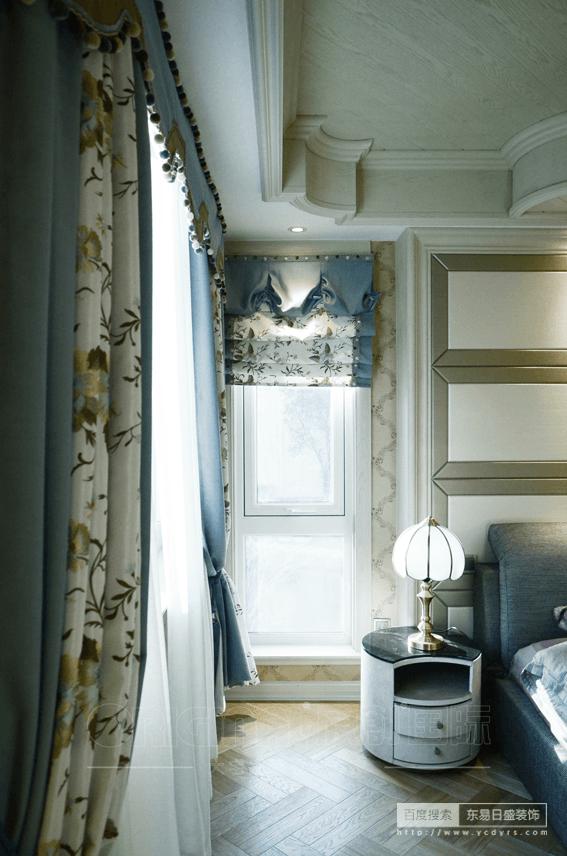 房间床头柜